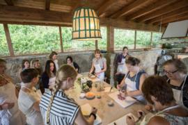 cooking class in tuscany farmhouse