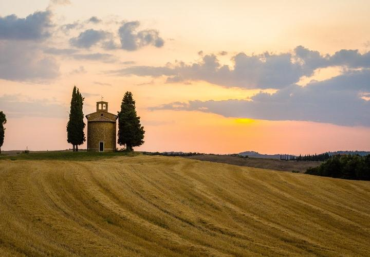 hills-in-tuscany-at-sunset