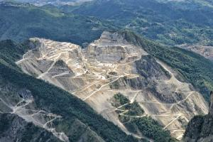 discover-carrara-marble-quarries-with-bella-italia day-tours-in-tuscany