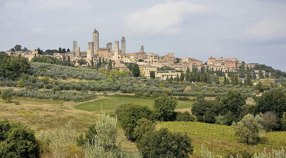 san-gimignano-towers-and-vernaccia-wine
