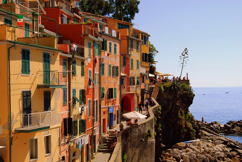visiting-the-cinque-terre-towns-day-trip-to-vernazza