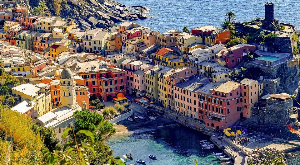 how-to-visit-cinque-terrehttps://www.bellaitaliatour.com/tours/best-cinque-terre-daytour-by-boat/th-bella-italia-tour