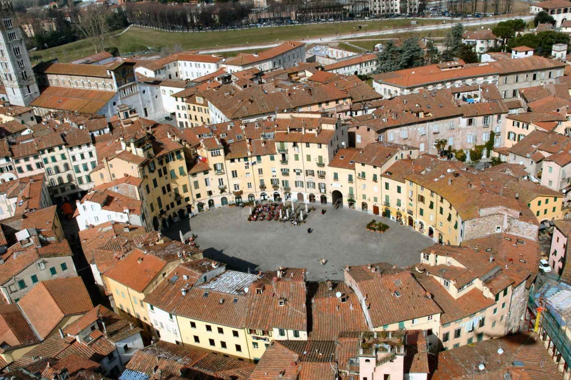 Piazza Anfiteatro Lucca